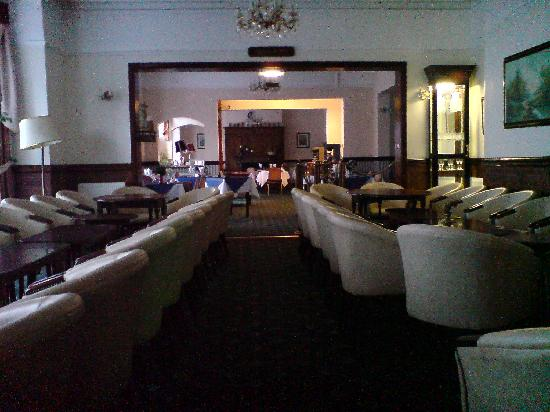 St. George Hotel : lounge into dining area