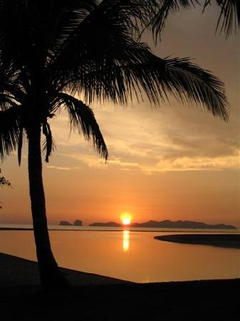 Anantara Si Kao Resort : Sunset from The Beach House Bar