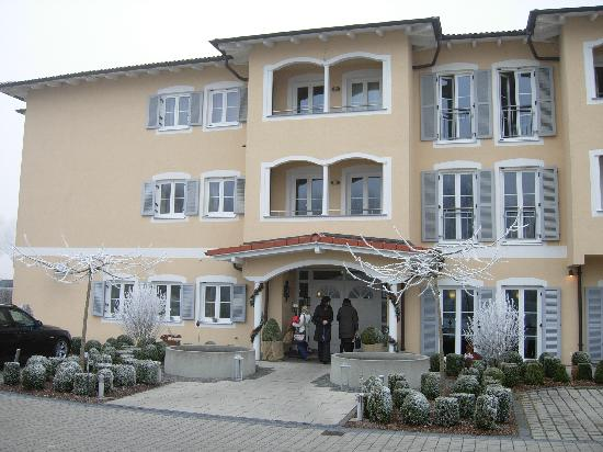 Ampervilla Hotel : Main entrance to hotel