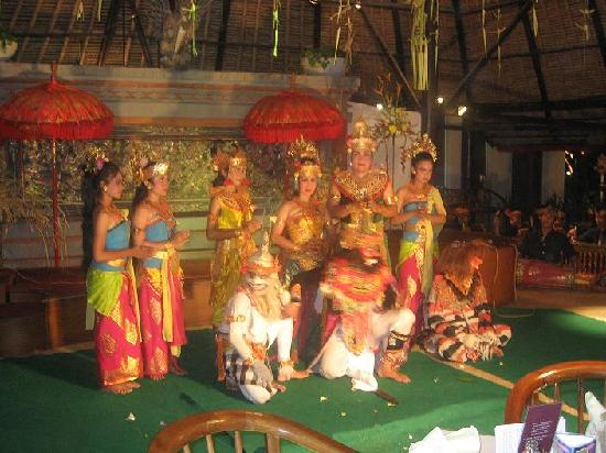 Legian Beach Hotel: Balinese Dance Performers at the hotel