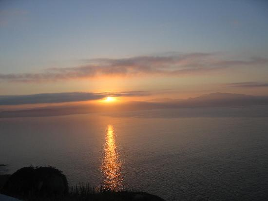 Cape Finisterre, Spanien: Empieza a amanecer sobre las 6 de la mañana.
