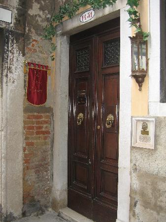Arco Antico Guest House: Entrance
