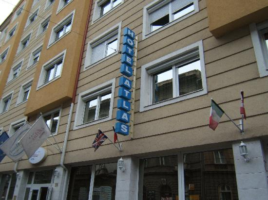 Atlas City Hotel: Front of the hotel