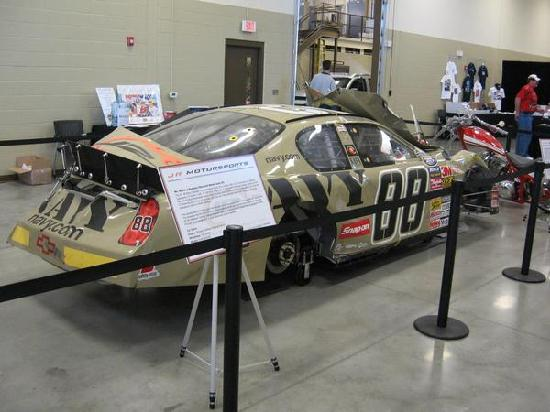 Mooresville, Carolina del Nord: Brad's car that was wrecked in California