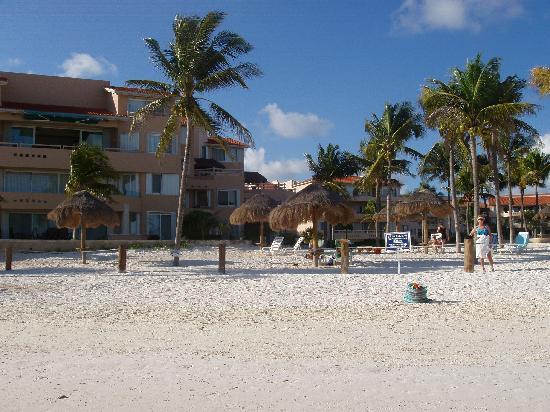 Villas Del Mar: View from beach to C105 condo patio