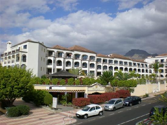 Saint George: Modern, clean and very well maintained, St George Apartments!