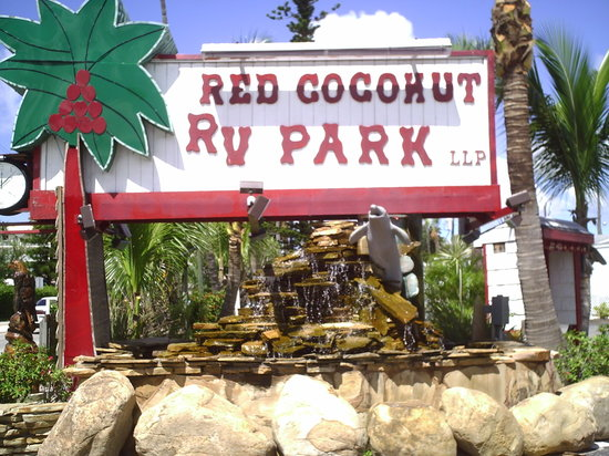 Red Coconut RV Park: Historical Almost 12 acre Park