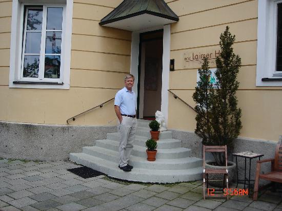 Hotel Laimer Hof: Front entrance to hotel