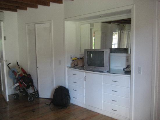 Henry Morgan Beach Resort: Room with TV, storage, mini fridge