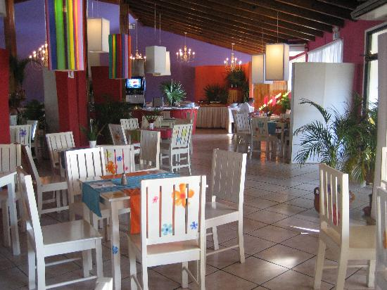 Henry Morgan Beach Resort: Indoor air-conditioned restaurant