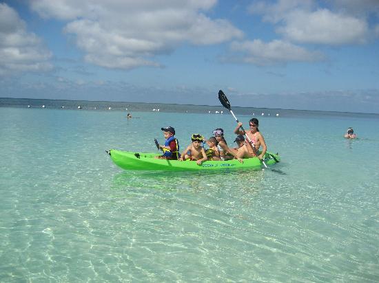 Henry Morgan Resort: Kayaking on crystal clear, calm waters