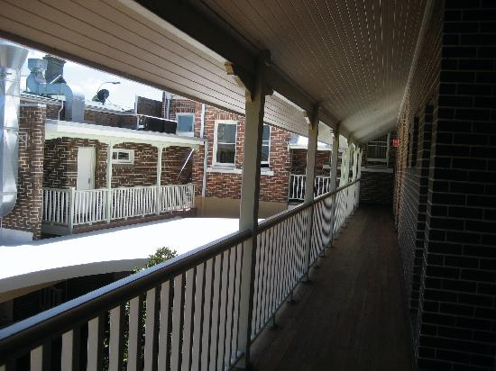 Captain Cook Hotel: the balcony