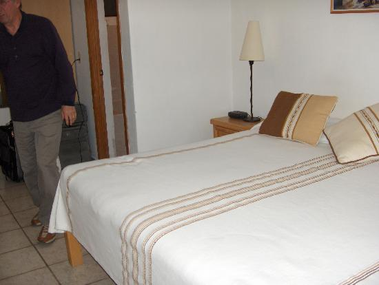 Hotel Casa Blanca: Bed