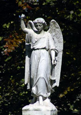 N'oublions pas nos chers anges-gardiens ! - Page 3 Angel-statue