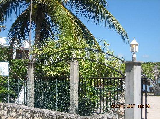 Casa Blanca by the Sea Hotel : Gate. Casablanca By The Sea Hotel. Belize.