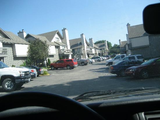 Aspen Ridge Extended Stay: parking lot