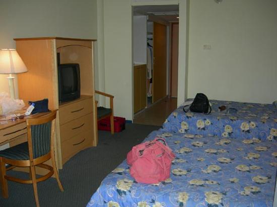E M City Hotel: Hotel Room