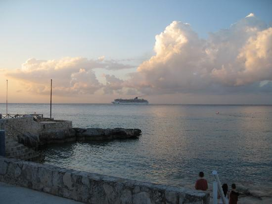 Presidente Inter-Continental Cozumel Resort & Spa: View from beach