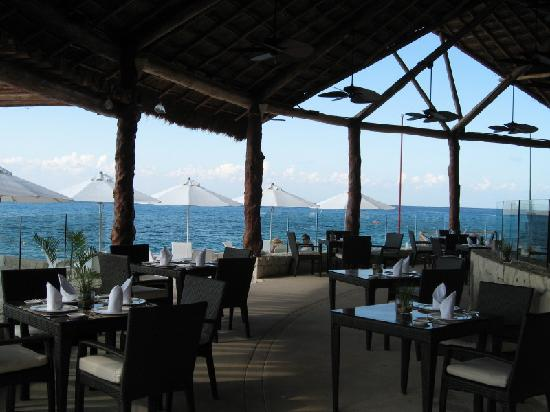 Presidente Inter-Continental Cozumel Resort & Spa : One of resort's open air restaurants