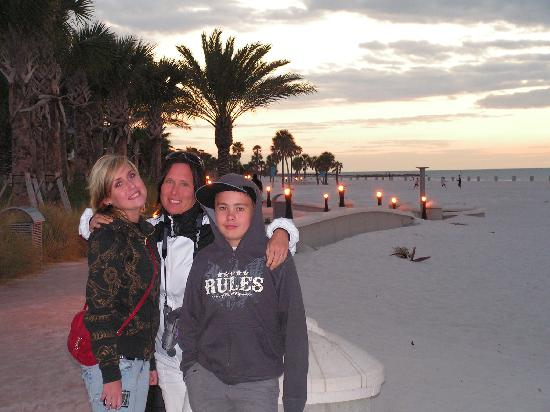 Sea Captain Resort on the Bay: Me, my daughter and my sun on the beach