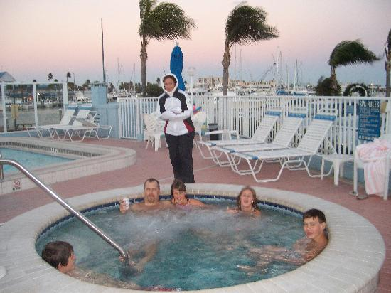 Sea Captain Resort on the Bay: Cold in the air, warm in the water !