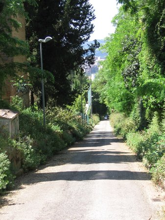 Perugia, Italia: don't hike up to the city! note the 2K, 30 degree climb