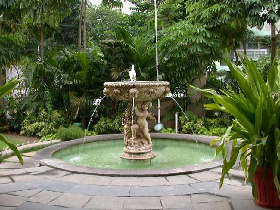 Beverly Hotel: The Fountain