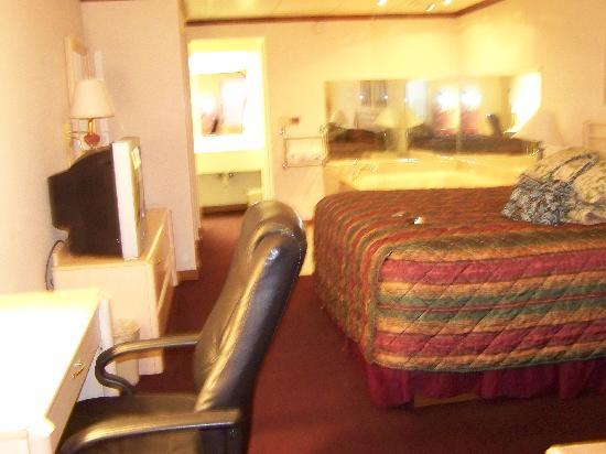 BEST WESTERN Fairwinds Inn: Room View From Door