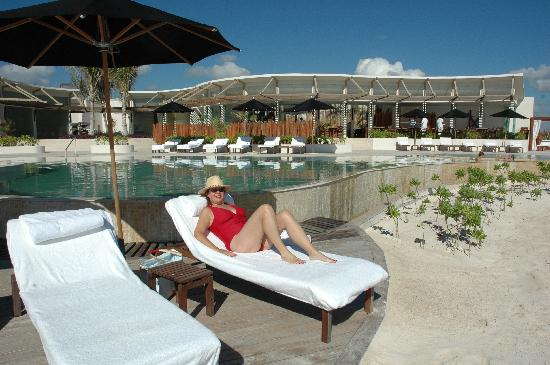 Rosewood Mayakoba: Beach side pool...staff are fantastic and friendly