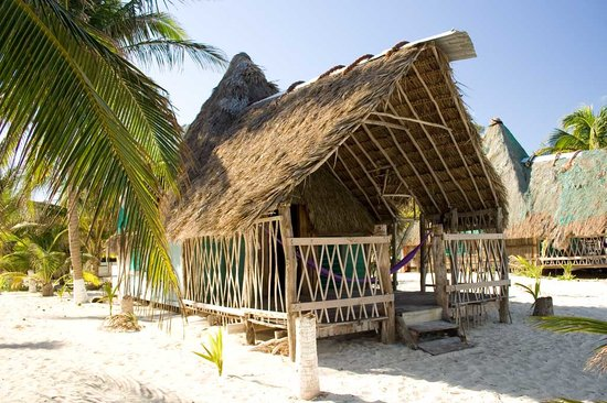 Cuzan Guesthouse and Bonefish Flats : Cousy bungalows at the beach