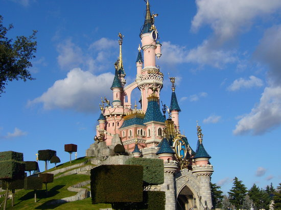 Disneyland Paris, Francja: 15th Birthday castle decorations