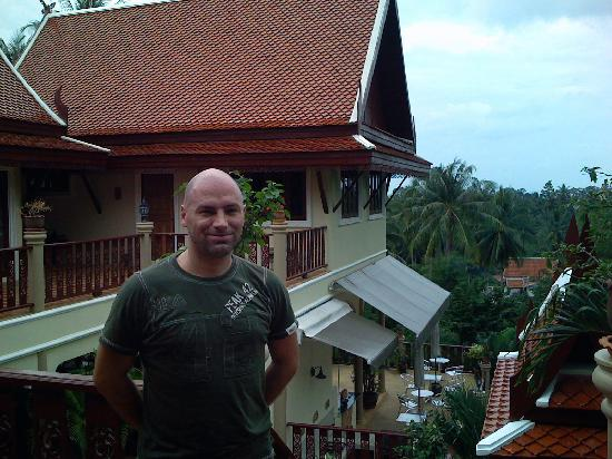 Baan Sijan Resort : Me, the hotel and the palm trees!