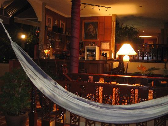 Baan Sijan Resort : Hammock and bar... what more do you need?