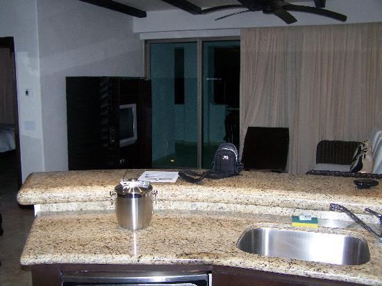 Cabo Azul Resort: Kitchen and living area, 1-BR