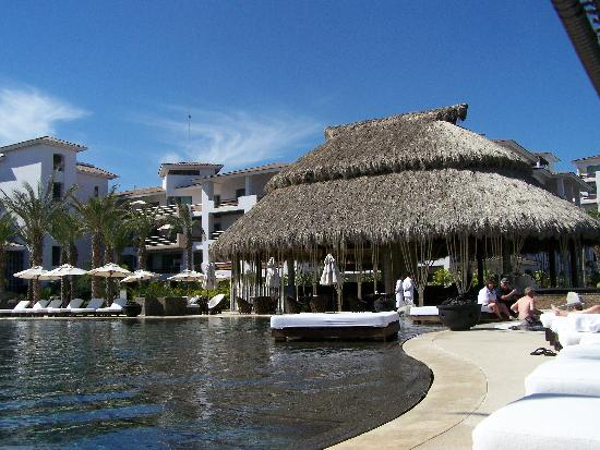 Cabo Azul Resort: Pool and palapa bar