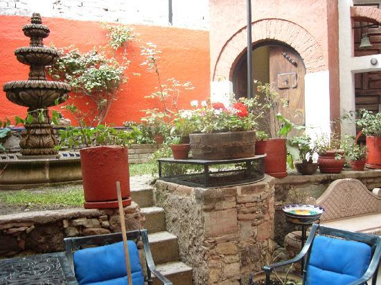 La Casa Azul: casa azul courtyard