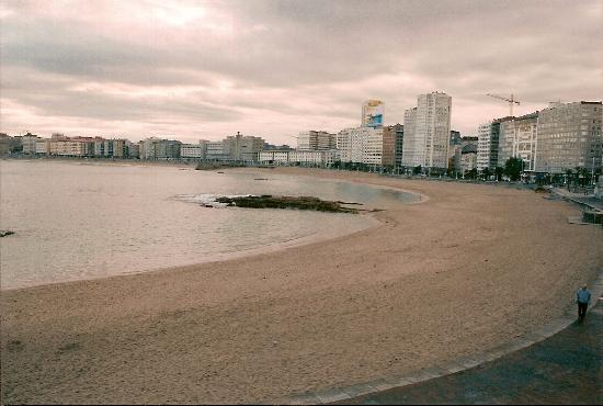 La Coruna, Spain: Playa del Riazor & Ensenada del Orzán, La Coruña, Galicia, Spain