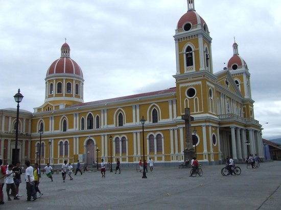 Grenade, Nicaragua : Beautiful Church in the main square