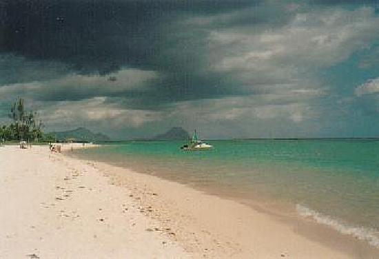 Gold Beach Resort: Strand bei Wolmar, Mauritius