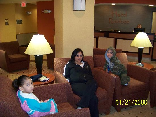 Hotel Ruidoso - Midtown: Wife and kids in the lobby.