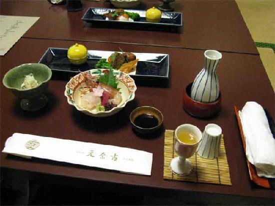 Motonago: Dinner beautifully presented