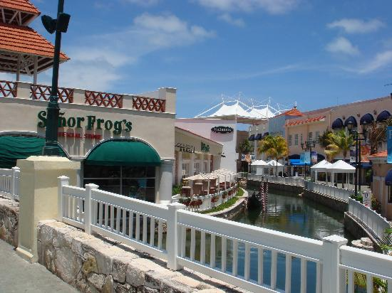 La Isla Mall Cancun Restaurants