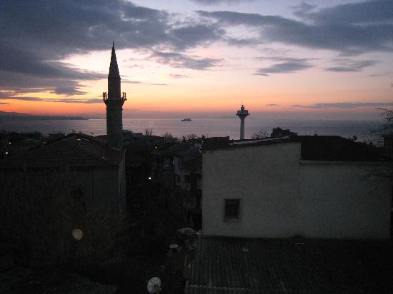 Dersaadet Hotel Istanbul: Sunrise from sea view room
