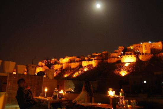 Hotel Star Haveli : Great view on the Old Fort from Roof top cafe in Shahi Palace