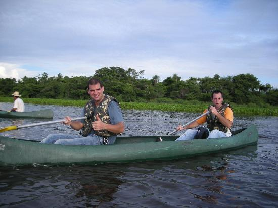 Caiman Ecological Refuge: Git in canoa