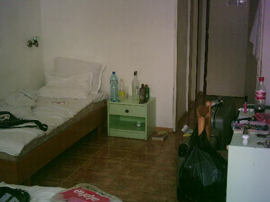 Kristal Hotel : Our room - supposed to be 3*plus