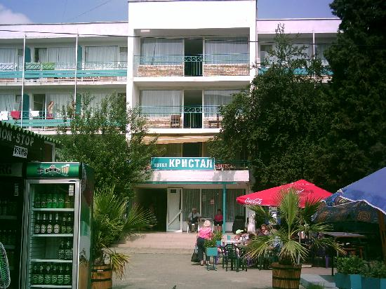 Kristal Hotel : the entrance to the hotel