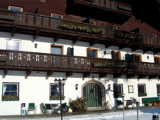Front facade of the Feriengut Oberhabach.