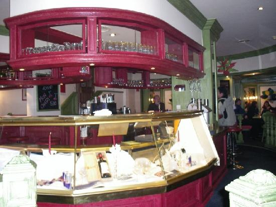 Pfefferkorn's Hotel: street level bar