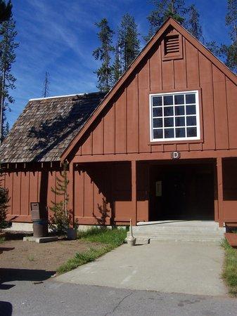 Mazama Village Motor Inn: L'extérieur - Outdoor